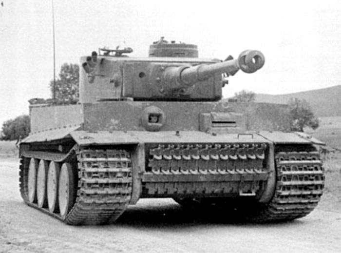 Pz.Kpfw._VI_Tiger_Ausf._H1_-_photo.jpg